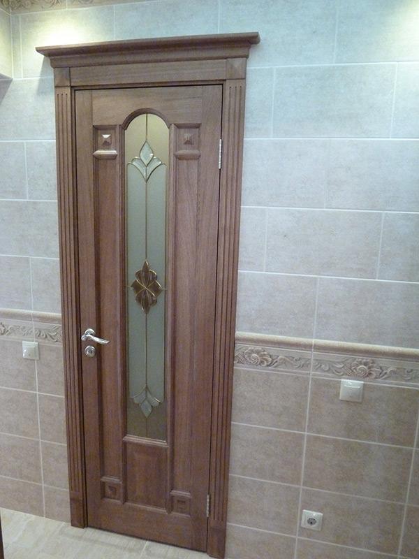 фото двери с капителями